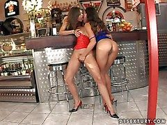 Smoking hot young stunner Zafira surrounding miserly toothsome pest added to